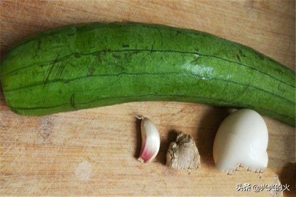 丝瓜和黄瓜和番茄煮蛋汤可以吗?(番茄丝瓜鸡蛋汤做法)