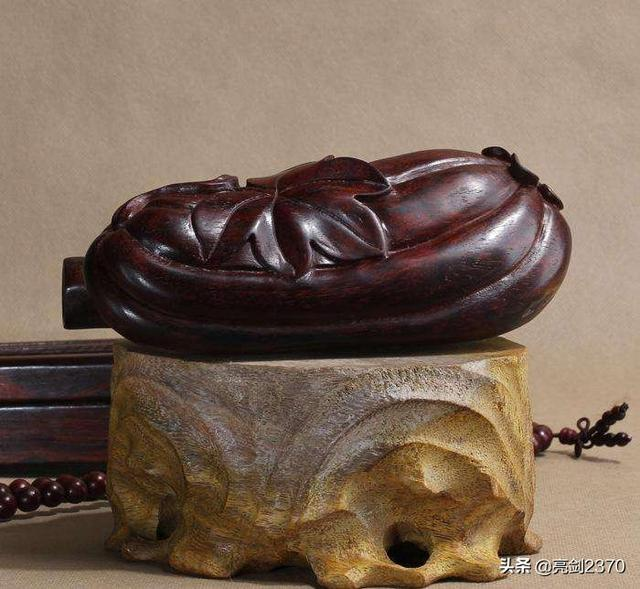 木雕图片,哪种木材适合纯手工雕刻?