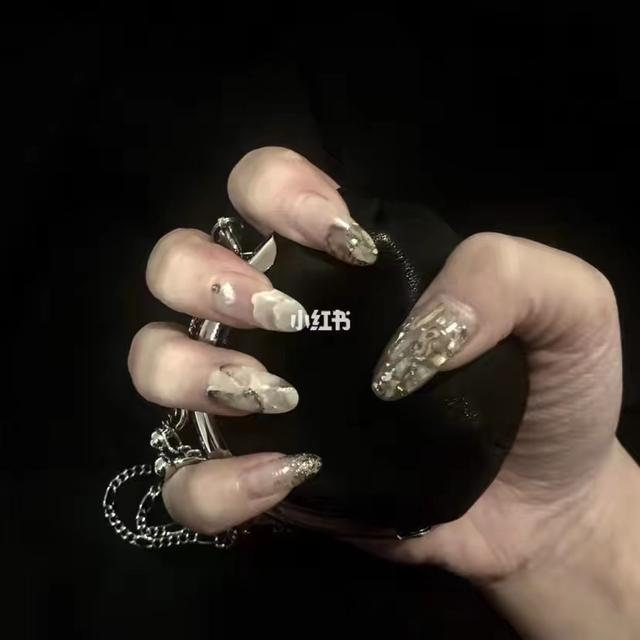 2013最流行美甲图案:最喜欢做指甲了,说说你们都喜欢什么风格的呀?(相关长尾词)