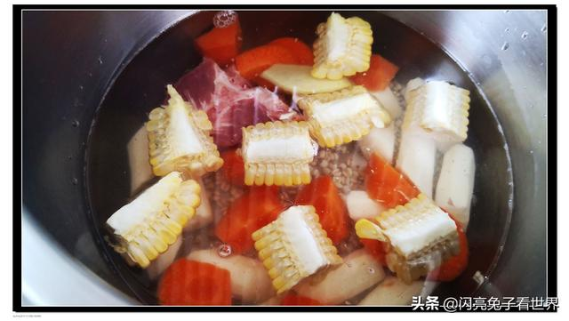 红萝卜和玉米一起煲汤可以吗?(红萝卜玉米煲汤)