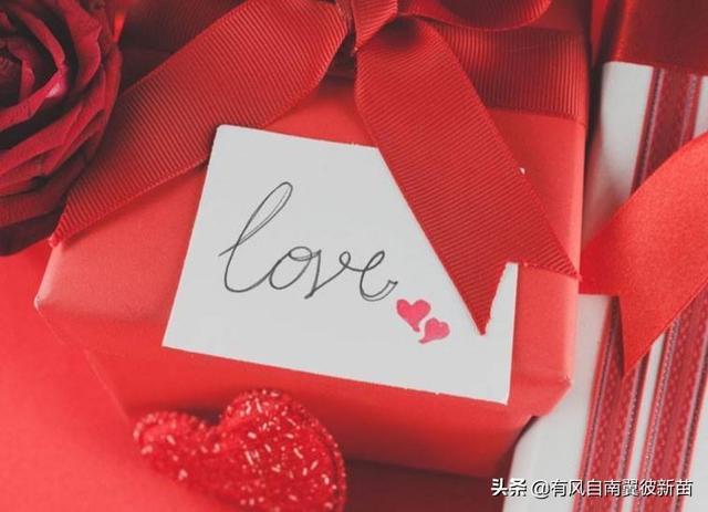 你们送女朋友的第一个礼物是什么,第一次送女朋友什么礼物好?