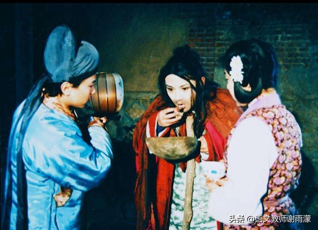 """《红楼梦》中有一段写到""""贾府中秋夜宴,祠堂突然传出一声沉重的叹息。""""这是想表达什么?(图2)"""