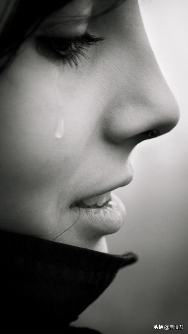 对感情死心了的签名:谁能给我一句话表达失去爱人的痛,要很有感情的精辟的?