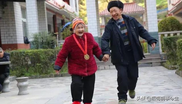 老年人照片,老年人的生活应该怎么过?
