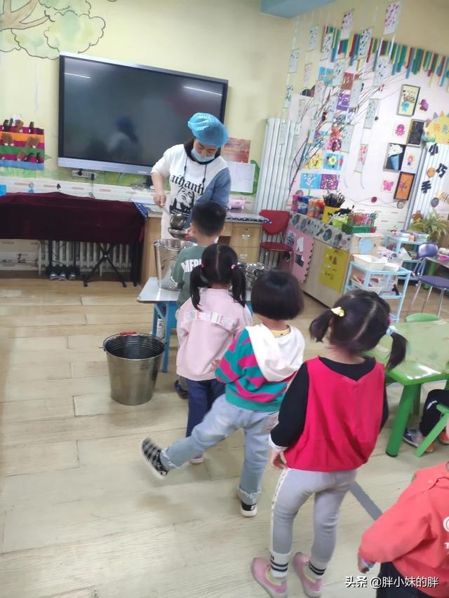 幼儿园小班需要送教师节礼物吗,上幼儿园该不该给老师送礼?