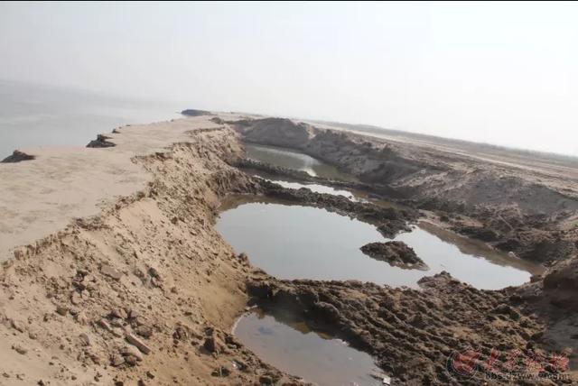 黄河已成悬河,为什么不用挖泥船把泥沙挖走让黄河整体下移?