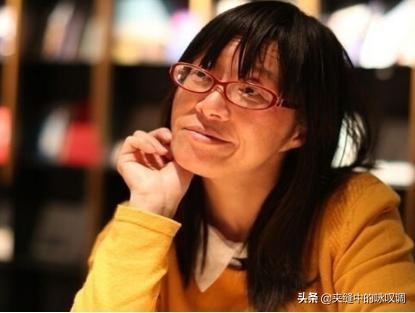 """""""梨花体诗人""""赵丽华与""""脑瘫诗人""""余秀华谁对诗歌的意义更大?"""