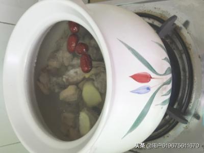 红枣枸杞炖鸭汤的简单做法?