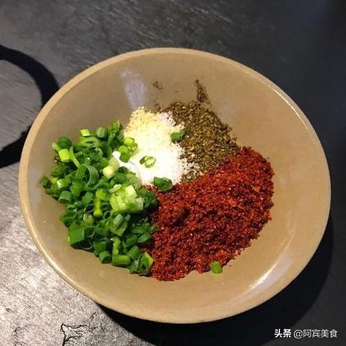 煲汤时不加盐,出锅后里面的肉怎么吃?(煮汤盐和味精的比例)