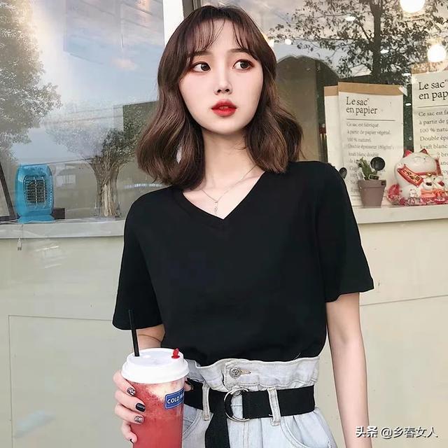 胸大适合穿什么类型的衣服?