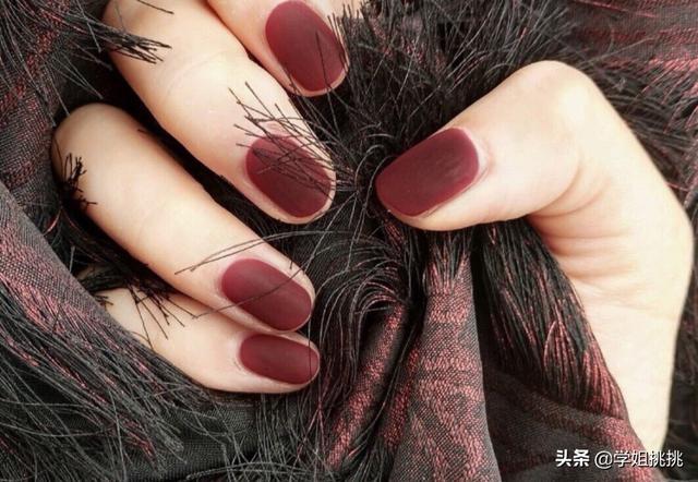 最新美甲图:春节做什么红色的美甲好看又高级?(相关长尾词)