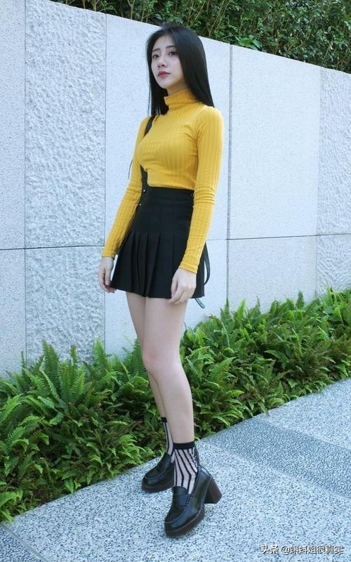 女头像可爱小清新可爱,头小的女生穿什么颜色的衣服?
