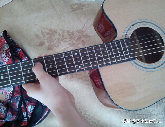 1千左右面单吉他有什么推荐?吉他单板好还是全单好,有什么区别?