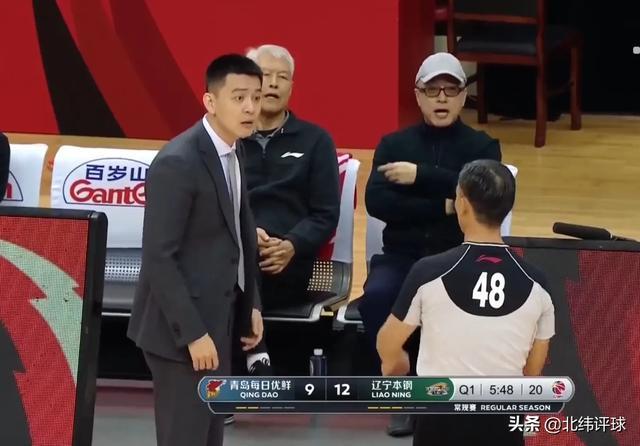 辽宁男篮主教练被吹罚不许站起来!48号裁判,能