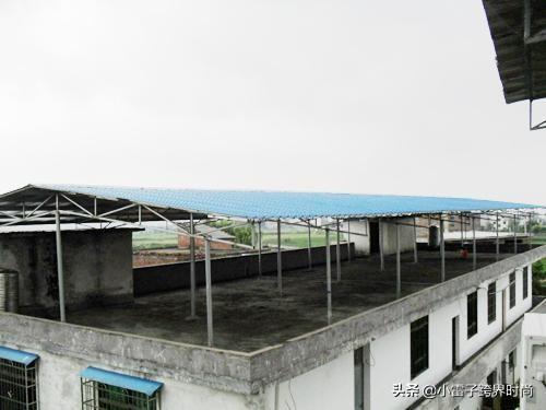 楼顶搭铁皮房合法吗 在楼顶加盖铁棚 城市顶楼加盖铁皮棚行吗?合法吗?