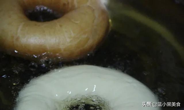 烘焙圈(烘焙圈子:三大基础蛋糕胚:戚风海绵天使做法及区别!)