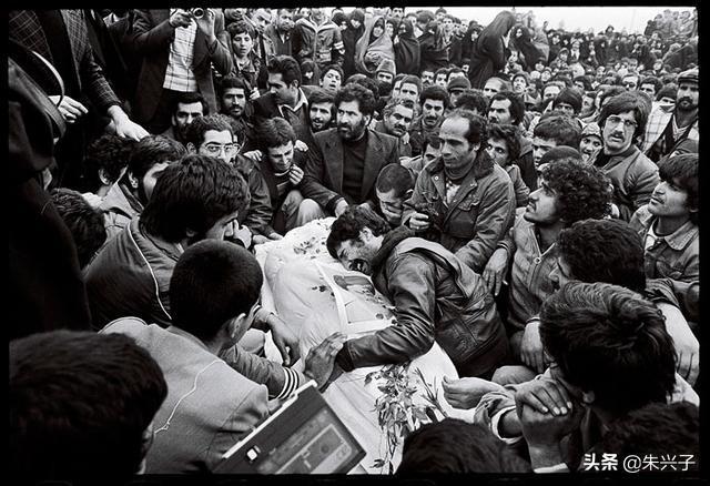 巴列维王朝末代王子预测伊朗政府会在三个月内