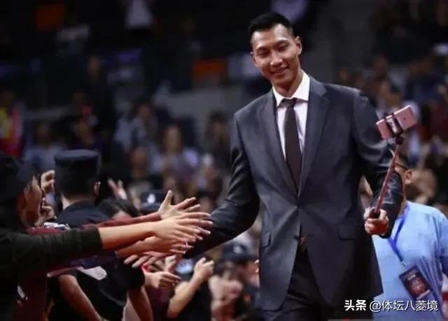 CBA揭幕战广东男篮将领取上赛季总冠军戒指,有没有易建联的图3