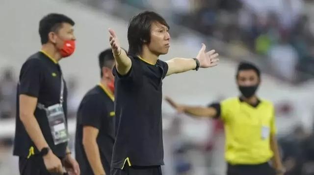 国足十二强赛现在成绩差是李铁执教能力太次,还是球员能力不够