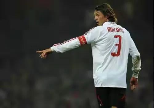 C罗一辈子只穿7号球衣,还有其他球员一辈子只穿一个号码的吗?